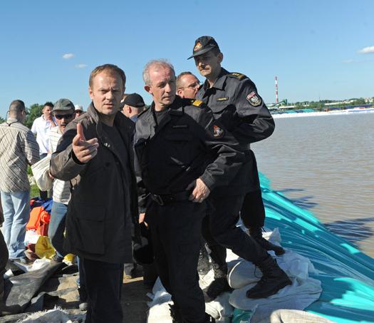 Donald Tusk zapoznał się z sytuacją powodziową w Sandomierzu